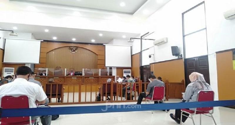 Suasana sidang praperadilan HRS di PN Jakarta Selatan, Selasa (5/1). (Foto: Jpnn/Fransiskus Adryanto)