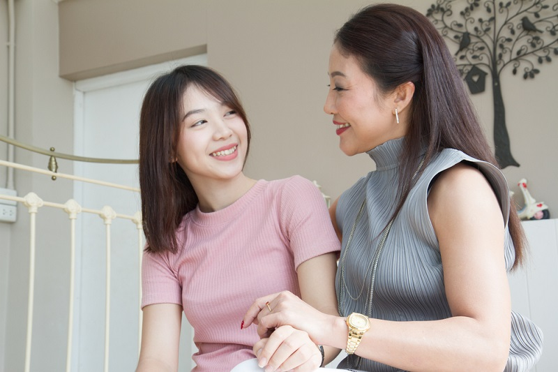 ilustrasi: masa remaja sebaiknya digunakan dengan sebaik mungkin, misalnya berdiskusi dengan orang tua ( foto: shutterstock)