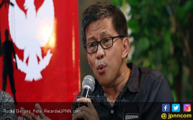 Lurah Cikeas Diserang, Rocky Gerung Beri Analisis Menohok (Foto: Jpnn/Ricardo/GenPI.co)