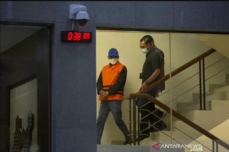 Gubernur Sulsel Nurdin Abdullah mengenakan rompi tahanan KPK. (Foto: Antara)