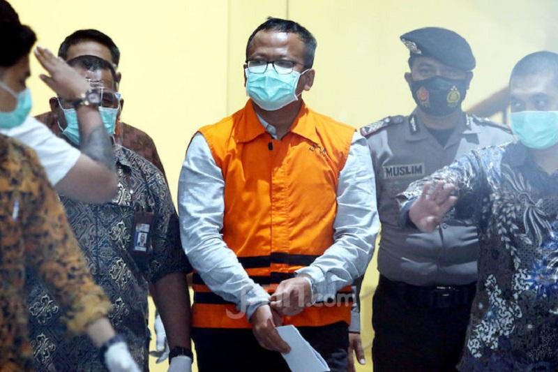Edhy Prabowo digiring ke ruang tahanan KPK, Rabu (25/11) (Foto: Jpnn/Ricardo)