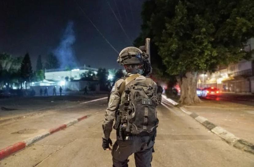 Aktivitas Polisi Perbatasan di kota Lod yang dilanda kerusuhan pada Selasa (11/5) malam. (Foto: The Jerusalem Post)