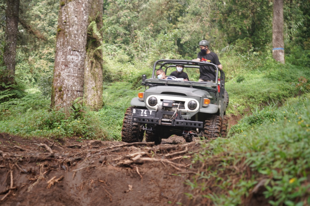 Pacu Adrenalin dengan Off-Road di Wana Wisata Baturraden