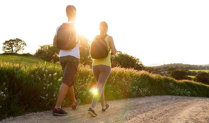 ilustrasi: berjalan kaki di alam terbuka bisa mengurangi depresi ( foto: freepik)