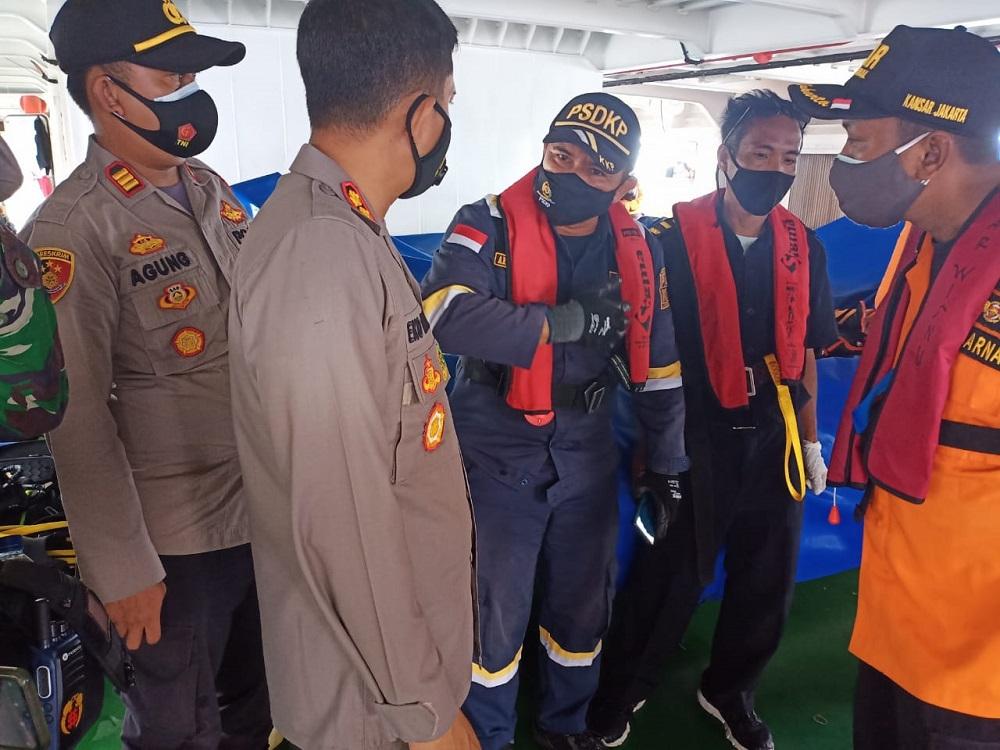 Kapal Pengawas KKP Temukan Bagian Pesawat dan Korban Sriwijaya