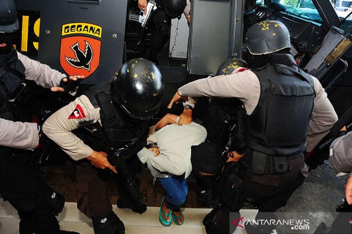 Ilustrasi penangkapan teroris. (Foto: Antara/Jessica Helena Wuysang)