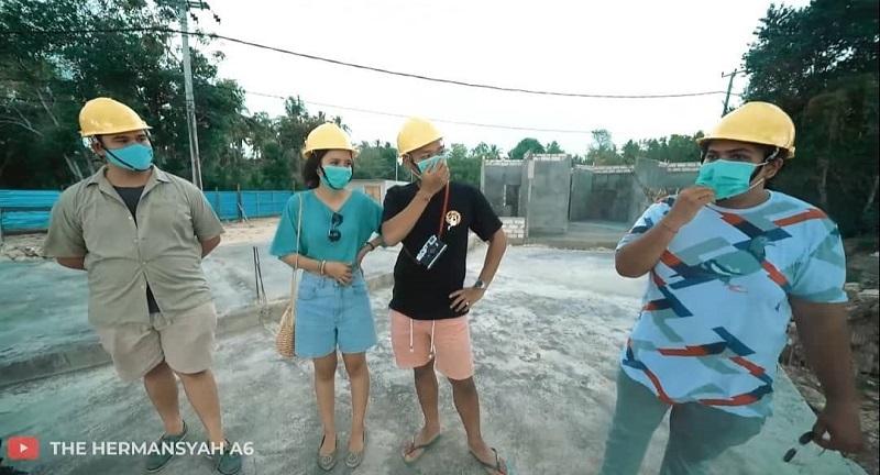 Azriel Dan Sarah Menzel Bangun Beach Club Mewah Di Nusa