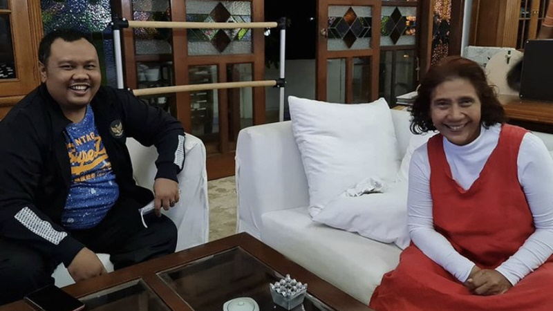 Hendri Satrio bersama Susi Pudjiastuti (foto: SC IG @hendri.satrio)
