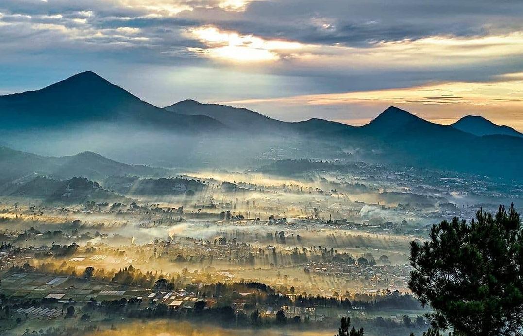 Pemandangan alam dari Gunung Putri (Foto: Instagram/@lembang.bandung)