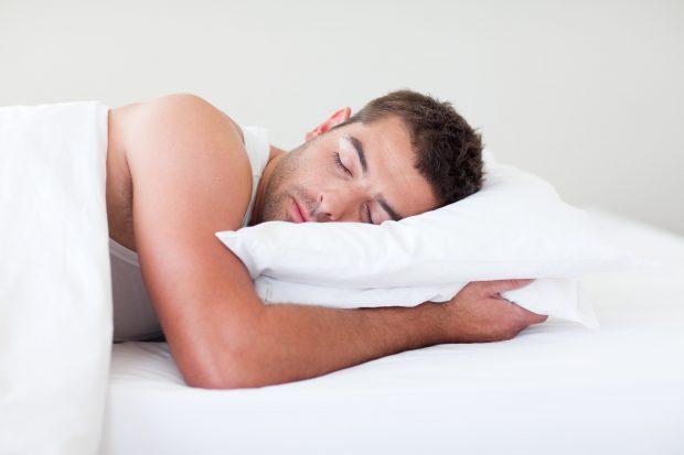 Ilustrasi pria di ranjang (foto Mens Health)