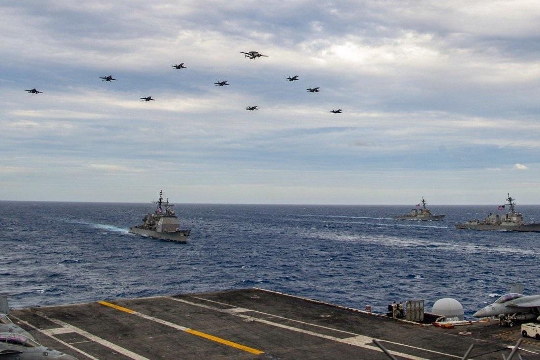 Pesawat bergabung dengan kelompok serang kapal induk USS Theodore Roosevelt dan USS Nimitz di Laut Cina Selatan (Foto: Angkatan Laut AS)