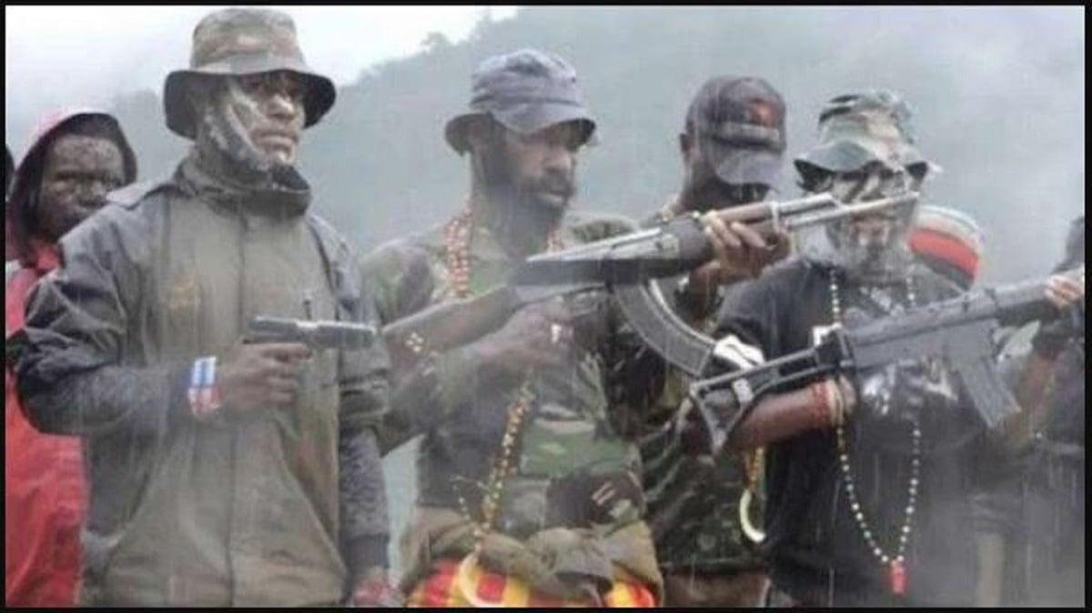 Kelompok kriminal bersenjata (KKB) kuasai lapangan terbang Beoga, Papua. (Foto: Puspen TNI)
