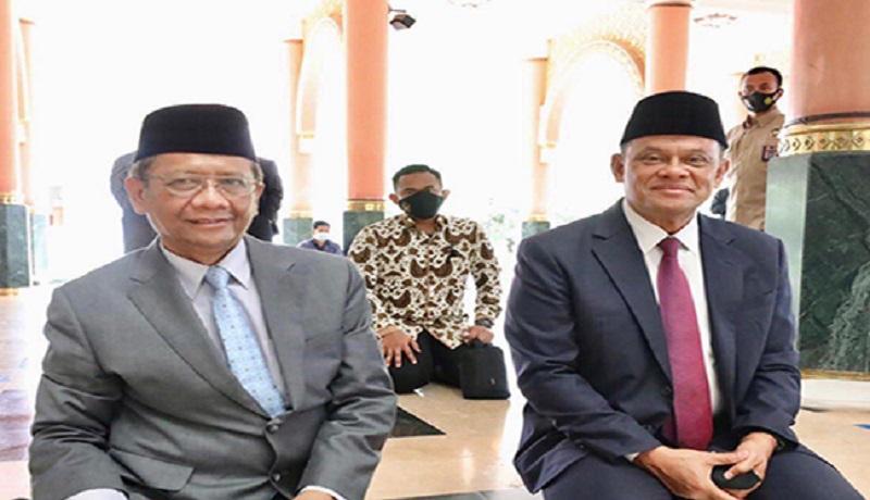 Mhfud MD bersama Gatot Nurmantyo. (Twitter/mohmahfudmd)