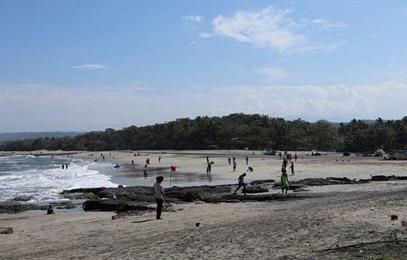 Pantai Taman Manalusu, Garut. (Foto: Jejak Piknik)