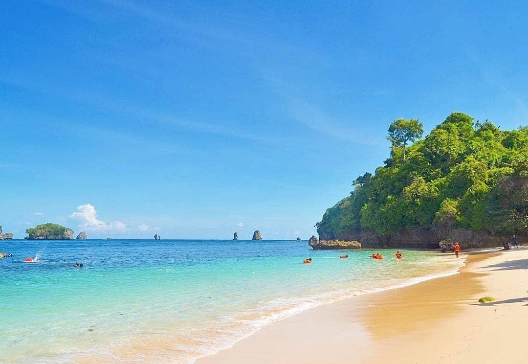 Pantai Tiga Warna. (Foto: Instagram/@pantaitigawarna)