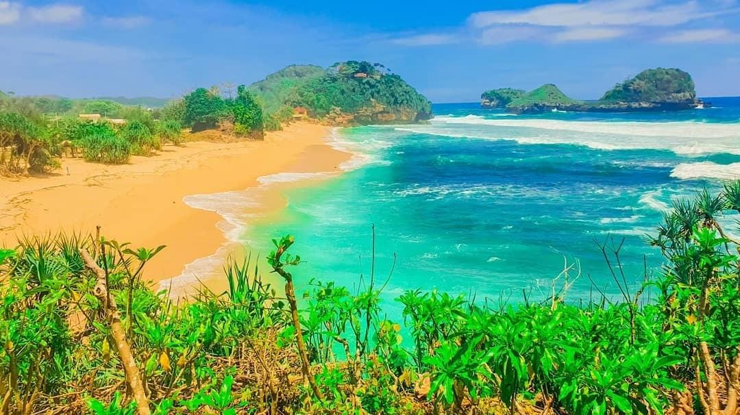Pantai Goa Cina, Spot Camping Menawan di Malang