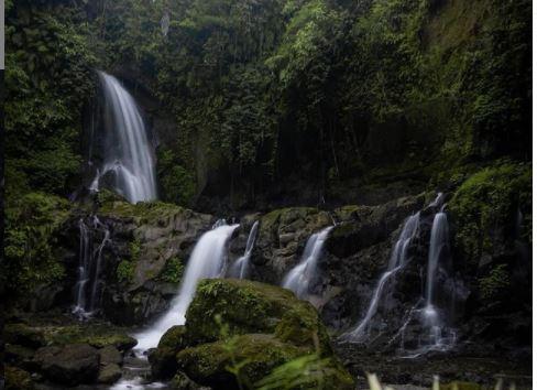 Menikmati Suasana di Air Terjun Pengibul, Segar dan Bikin betah
