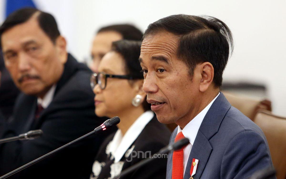 Presiden Jokowi dan para menterinya. (Foto: Ricardo/JPNN)