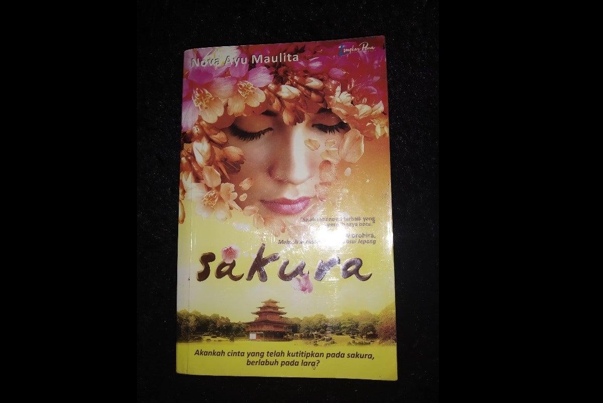 Kisah Cinta Mahasiswa Indonesia dan Jepang di Buku Sakura (Foto:Shopee/Florenstory)