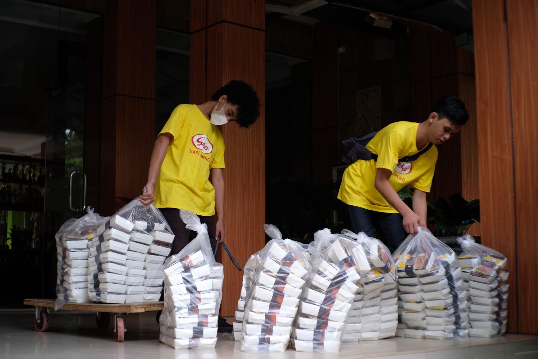 Sasa memecahkan rekor MURI dengan menyediakan 20 ribu lebih porsi nasi goreng. (Foto: Dok. Sasa)