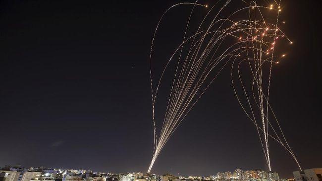 Sistem pertahanan udara Israel, Iron Dome, mengadang militan Hamas. (Foto: Nir Elias)