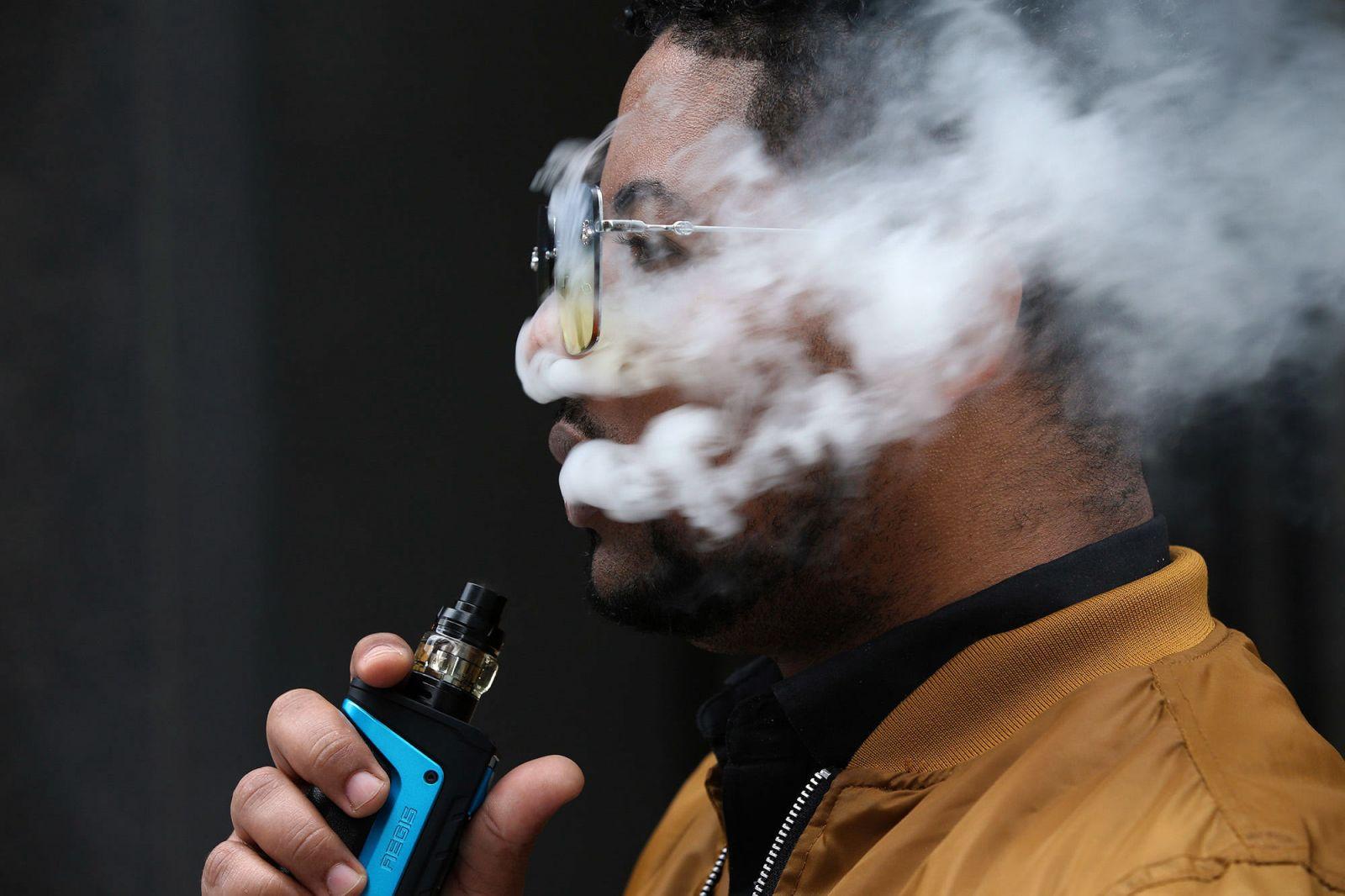 Ilustrasi vape dapat sebabkan penumpukan racun di paru-paru. Foto: NY Times