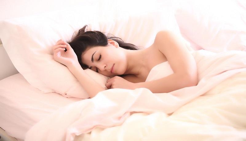 Ilustrasi wanita tidur. (pixabay)