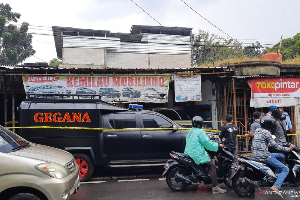 Lokasi penangkapan terduga teroris di Showroom mobil Condet, Jakarta Timur. FOTO: Antara