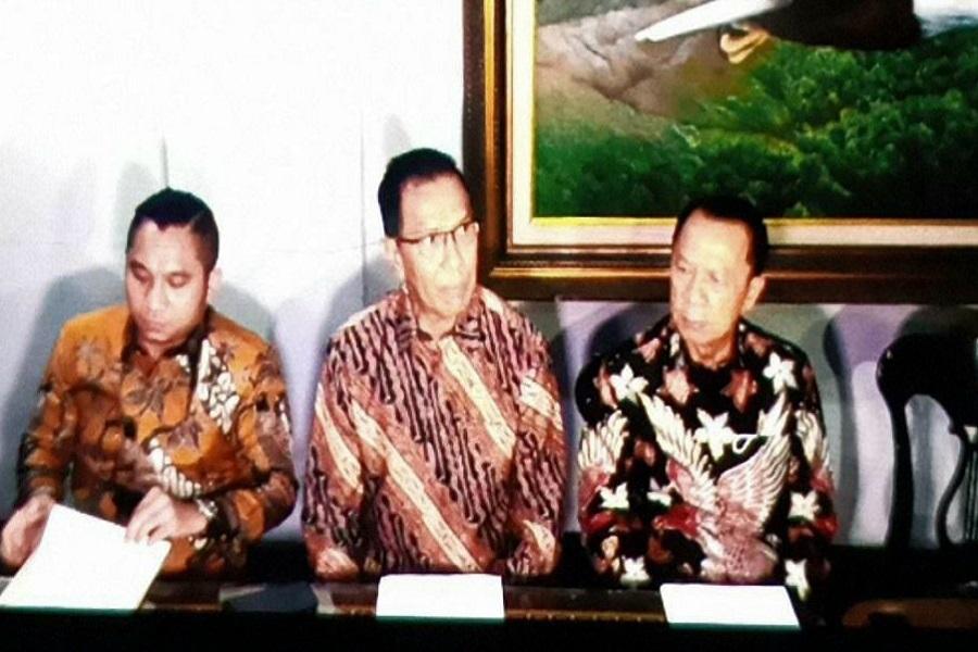Kuasa hukum Hotma Sitompul, Partahi Sihombing dan Muara Karta. Foto: Langgeng/GenPI