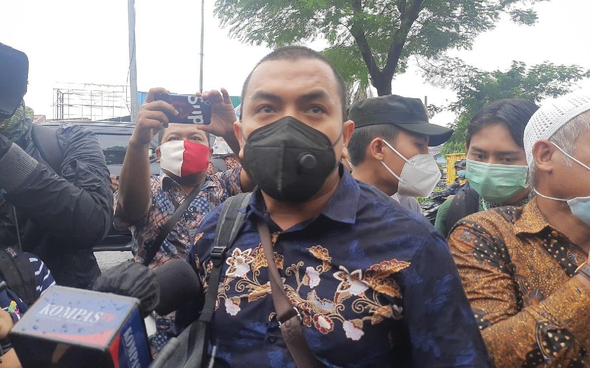 Mewakili eks Pentolan FPI Habib Rizieq Shihab, Kuasa Hukum Aziz Yanuar mengucapkan terima kasih ke Presiden Jokowi. (foto: Kenny Kurnia Putra/JPNN)