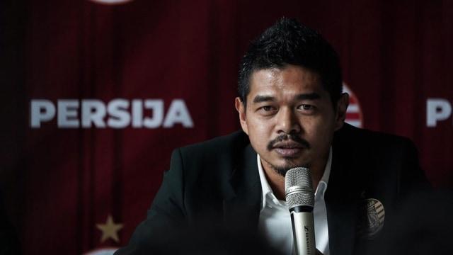 Magis Bambang Pamungkas tidak bisa lepas dalam pembantaian yang terjadi di laga Persija Jakarta vs Persib Bandung. (foto: Media Persija)