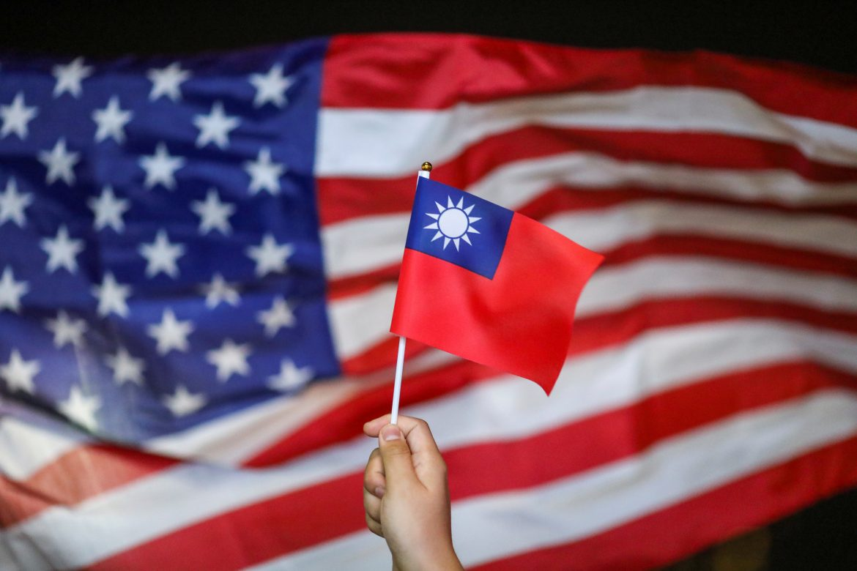 Secara terang-terangan, Taiwan merangkul Amerika Serikat dan langsung melakukan serangan kepada China. (foto: Reuters)