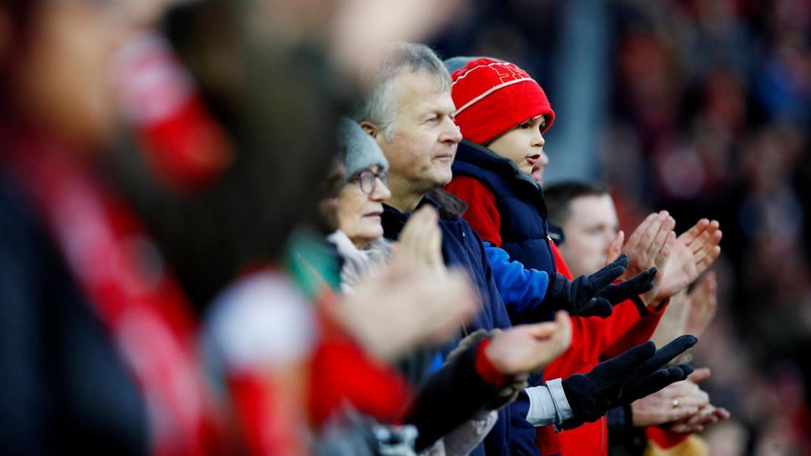 Liverpool berpesta dengan menghancurkan tuan rumah Manchester United di Old Trafford Stadium dengan skor 3-0. (foto: ReutersJason Cairnduff)
