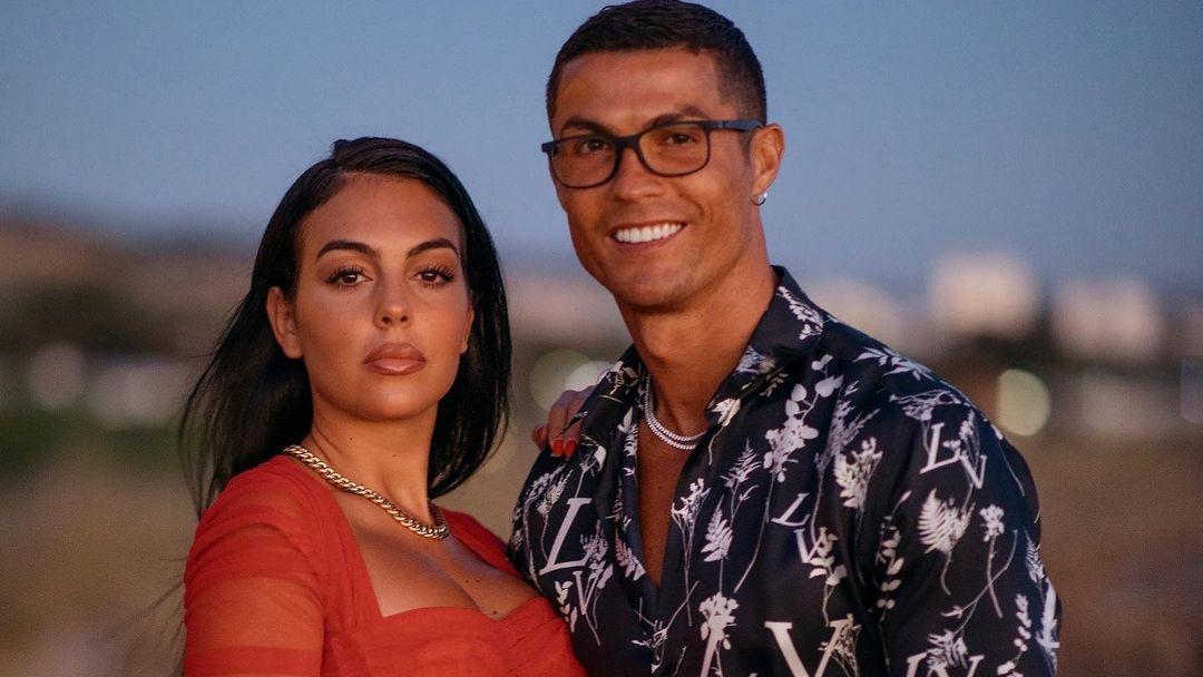 Georgina Rodriguez bersama dengan Cristiano Ronaldo. (foto: instagram.com/georginagio)