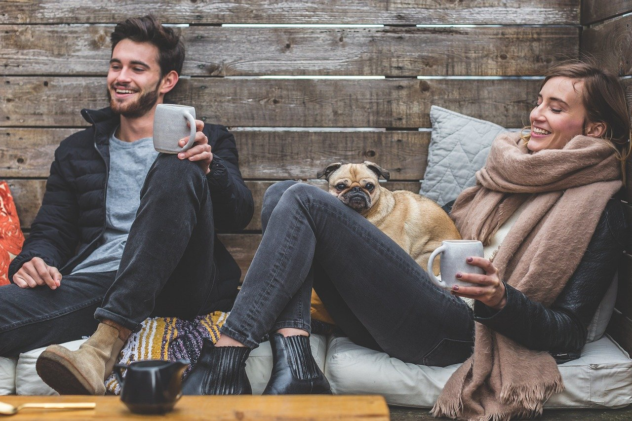 Perkembangan hubungan di antara dua insan memang sulit untuk diprediksi, bahkan ada yang berawal dari permusuhan bisa menjadi pertemanan yang akrab. (foto: pixabay)