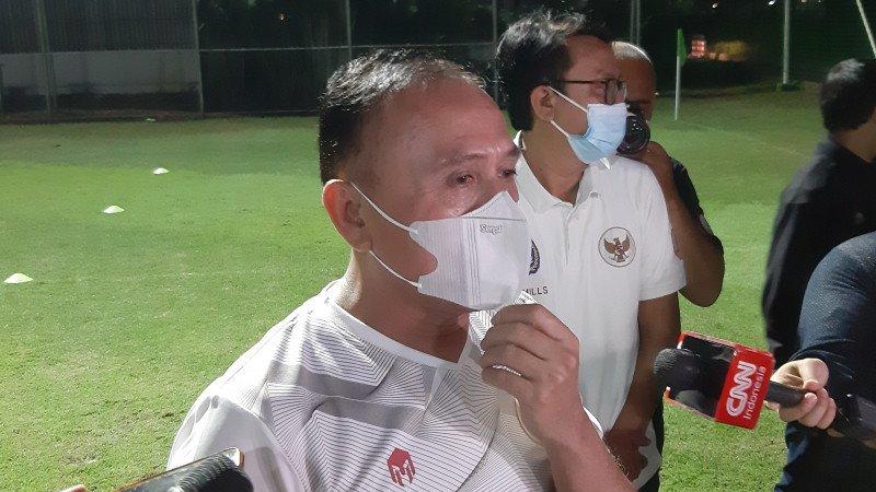Ketum PSSI, Mochamad Iriawan saat mengunjungi sesi latihan Timnas Indonesia. (foto: Antara)