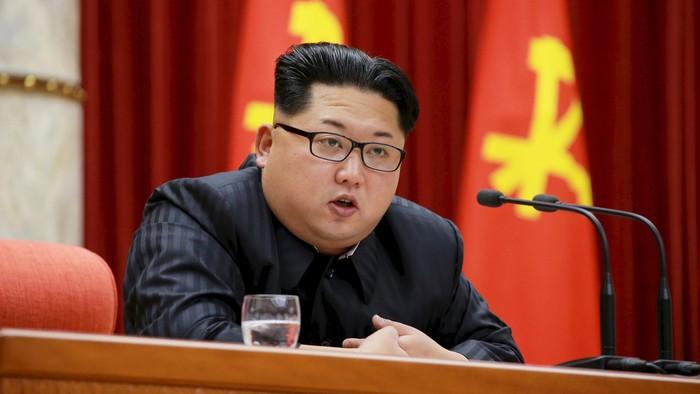 Kim Jong-un, presiden Korut yang terus menjalankan program nuklirnya membuat resah dunia. (foto: REUTERS/KCNA)