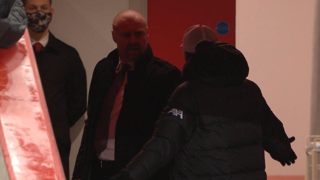 Konflik Jurgen Klopp dan Sean Dyche di lorong saat pertandingan Liverpool vs Burnley. (foto: twitter.com/primevideosport)