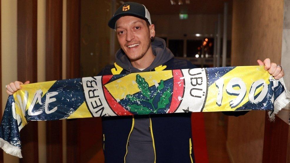 Mesut Ozil bergabung ke Fenerbahce. (foto: twitter.com/MesutOzil1088)