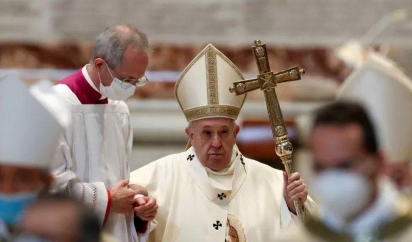 Paus Fransiskus sudah turun tangan atas apa yang terjadi di Myanmar dan telah memberikan sabda kepada dunia.. (foto: Reuters/Remo Casili)