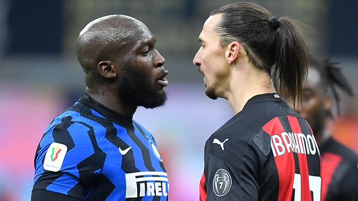 Perkelahian Romelu Lukaku vs Zlatan Ibrahimovic di laga Inter Milan vs AC Milan. (foto: REUTERS/Daniele Mascolo)