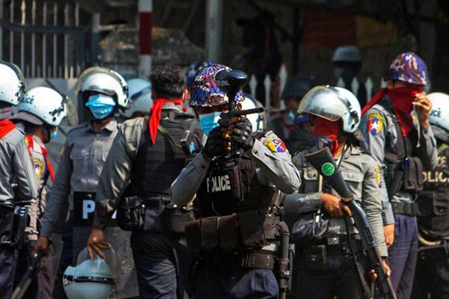 Rakyat Sipil Bangkit, Polisi Myanmar Jumpalitan, Kabur ke India