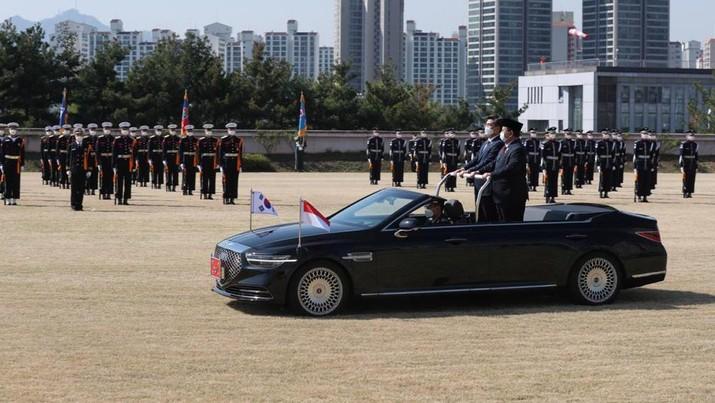 Menhan Prabowo Subianto tampil gagah dan perkasa bak seorang Presiden saat disambut secara militer oleh Korea Selatan (Korsel). (foto: Dok Prabowo Subianto)