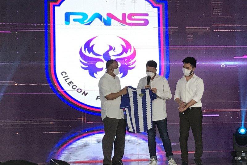 Raffi Ahmad mulai menggila dengan menunjukkan keseriusannya di kancah sepak bola, karena dikabarkan bakal memboyong klub Liga 3. (foto: Antara)