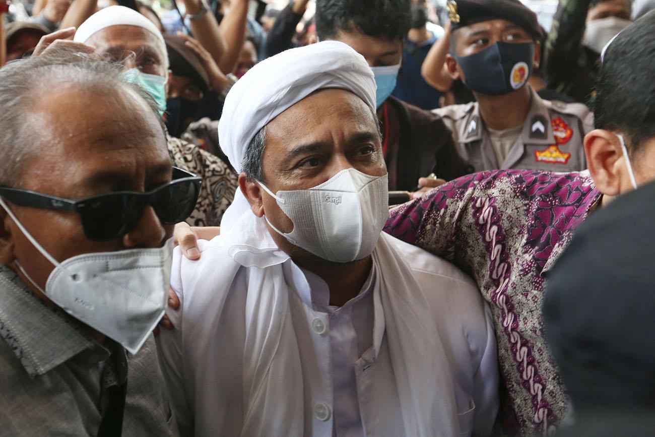 Selain mendapatkan tuntutan berupa hukuman penjara dua tahun, hak Rizieq Shihab nyatanya juga dikuliti habis-habisan. (foto: Ricardo/JPNN)