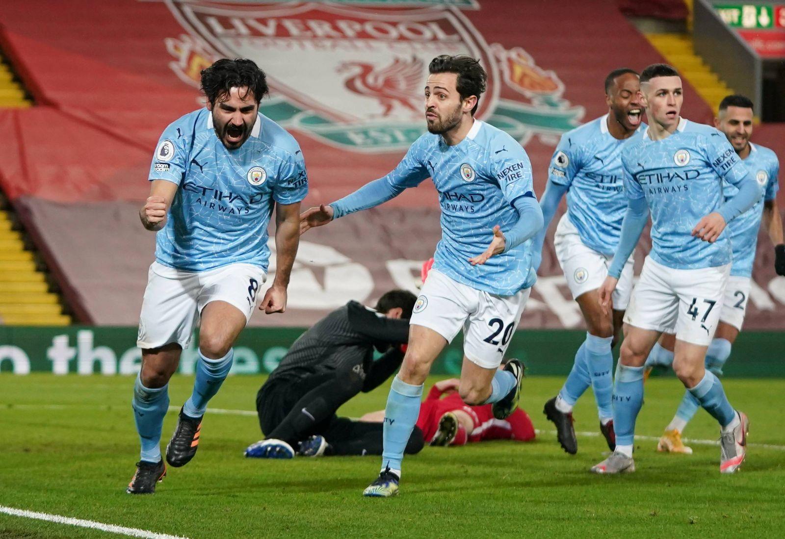 Selebrasi skuad Manchester City saat mengalahkan Liverpool. (foto: Reuters)