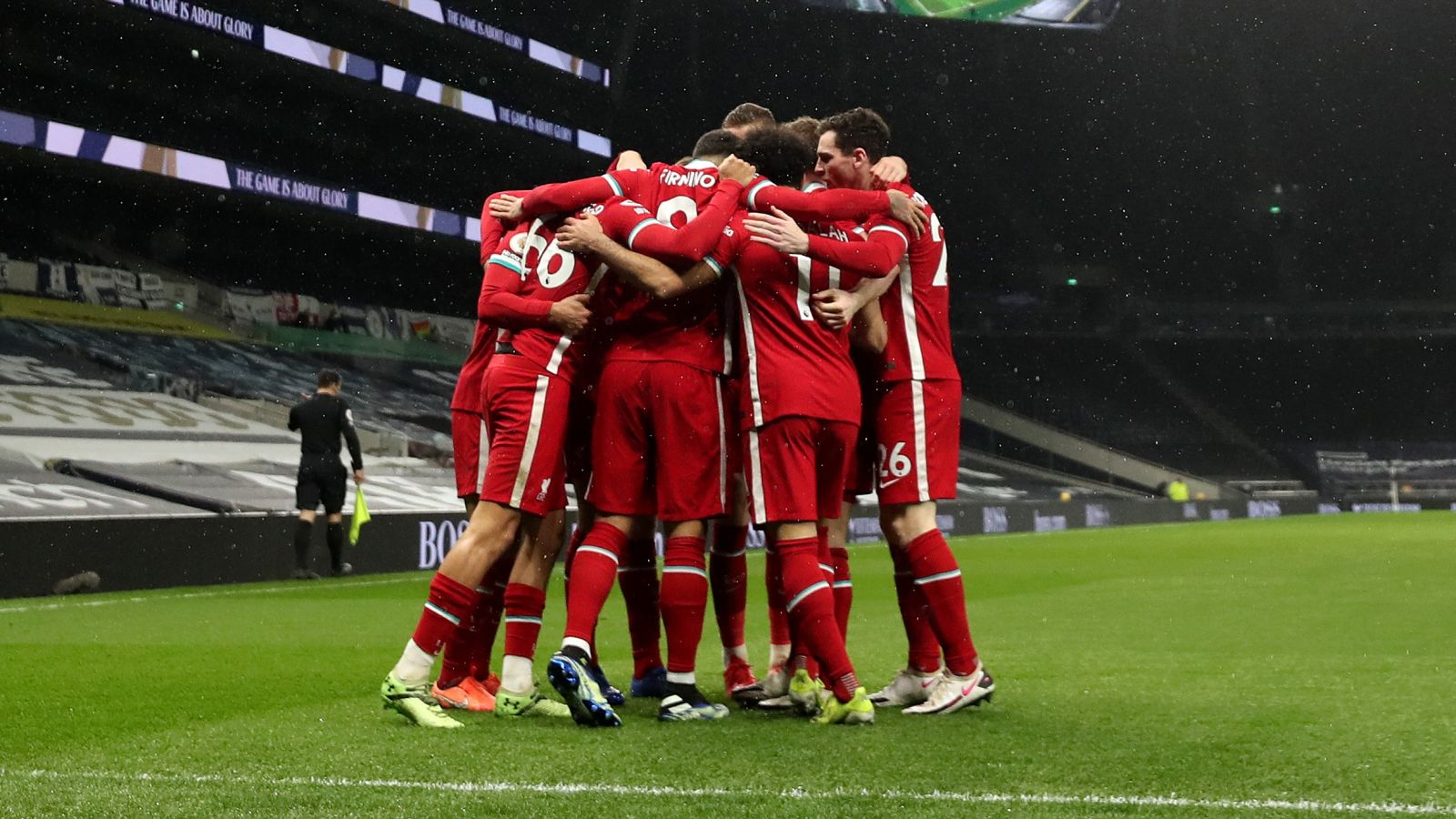 Skuad Liverpool berselebrasi usai mengalahkan Tottenham. (foto: twitter.com/LFC)