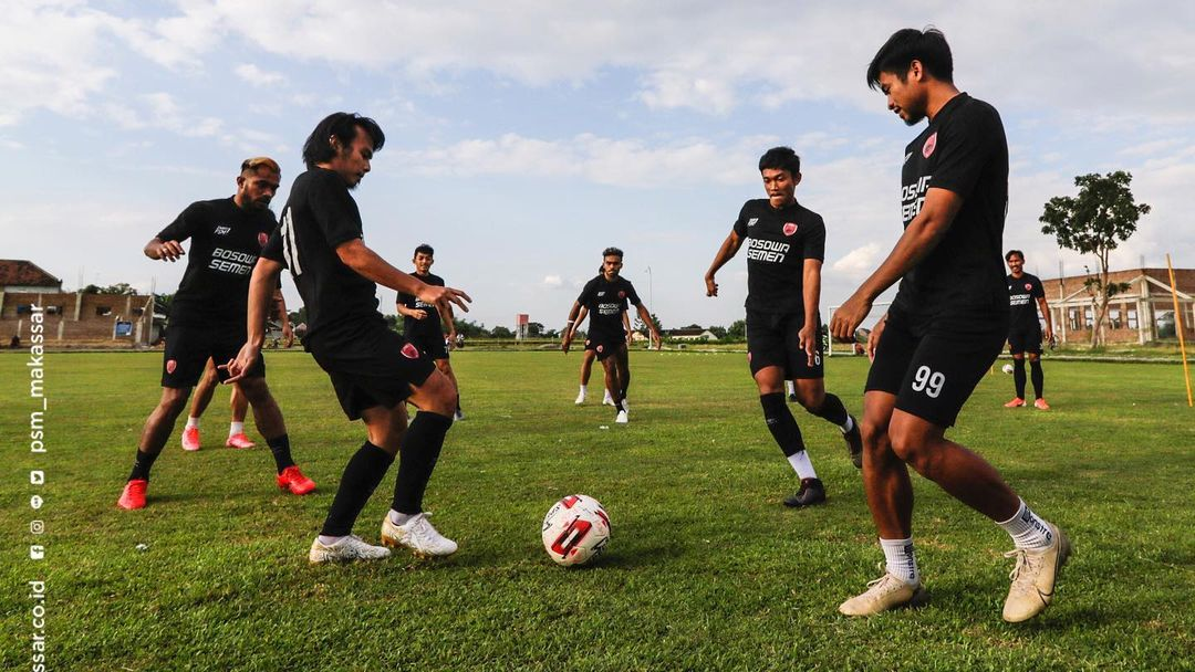 PSM Makassar secara 'diam-diam' tidak membiarkan para pemainnya bersantai untuk menyambut gelaran Liga 1 2021. (foto: instagram.com/psm_makassar)
