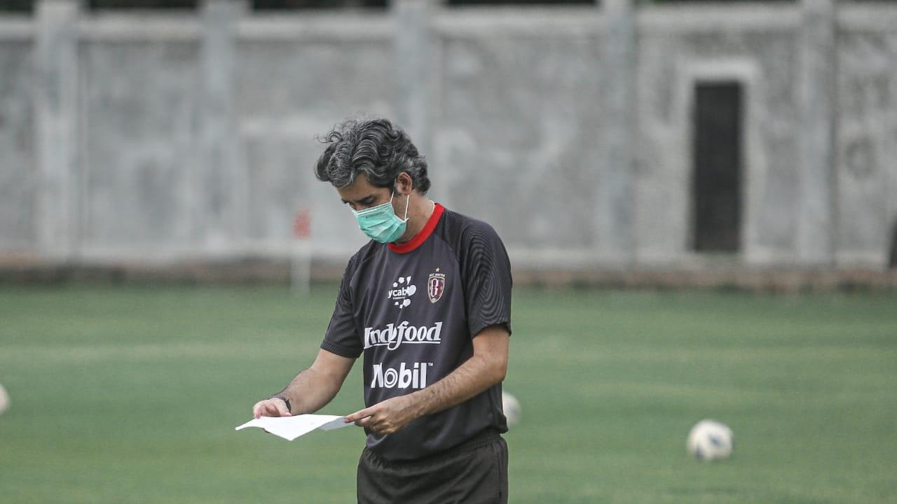 Pelatih Bali United Stefano Cugurra Teco memastikan anak asuhnya mampu bertanggung jawab akan tugas yang diberikan tim pelatih selama libur. (foto: Bali United)