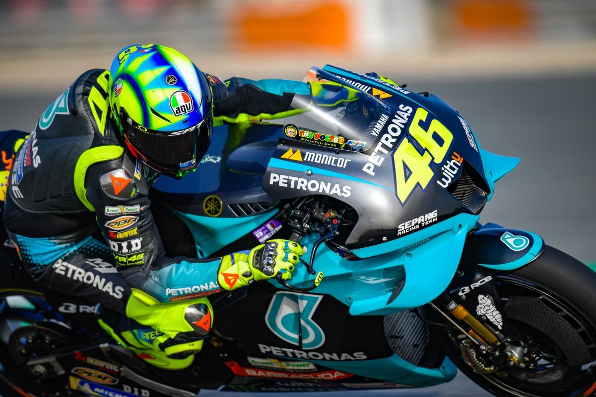 Dalam keterpurukannya, pembalap legendaris MotoGP, Valentino Rossi kembali 'membual' tentang kebangkitannya pada laga mendatang. (foto: MotoGP)